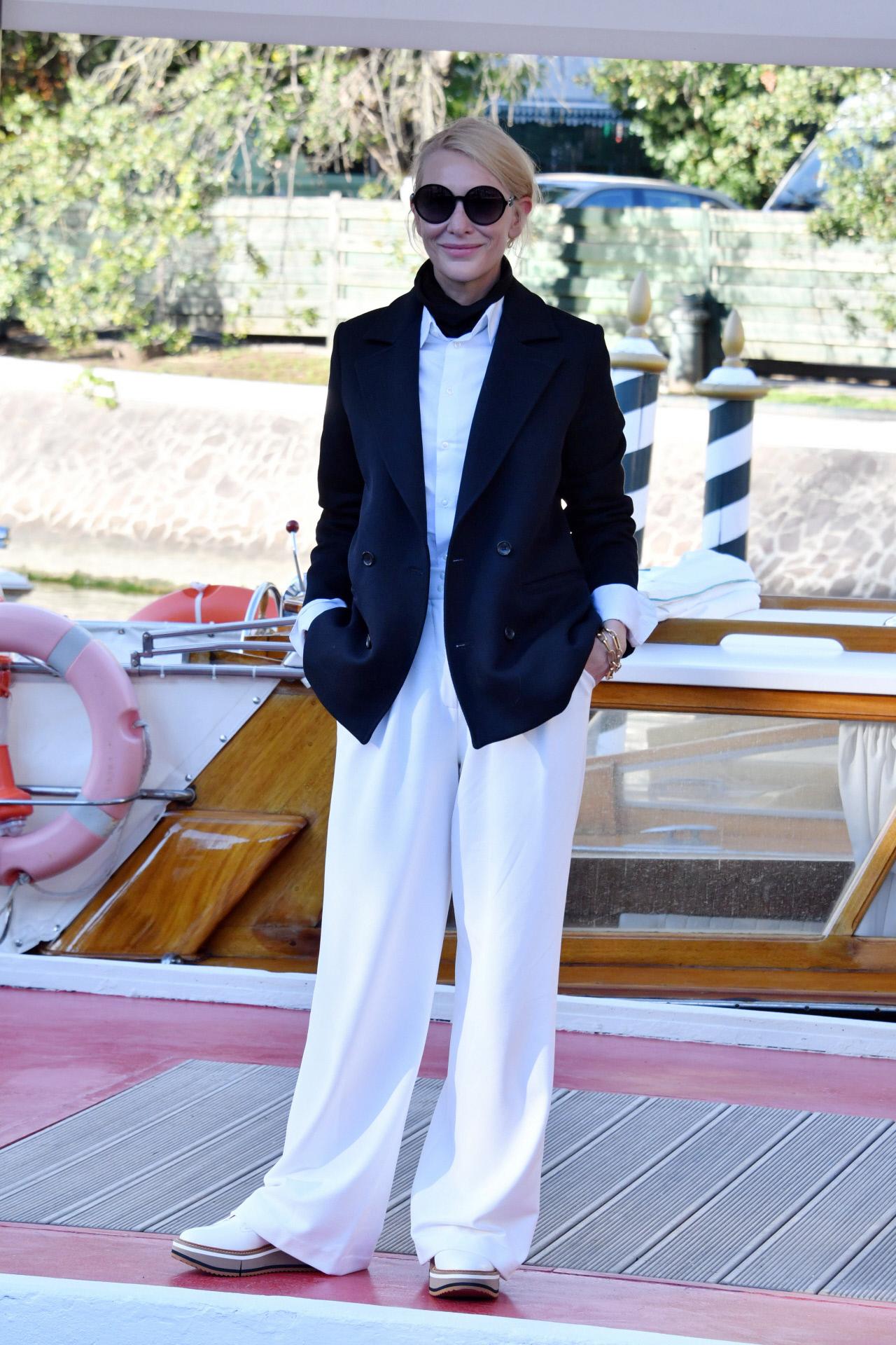 Cate Blanchett con look masculino en el Festival de Venecia.