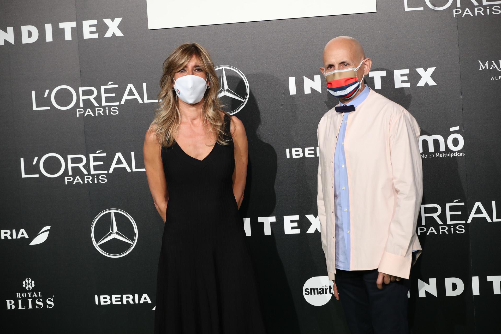 Begoña Gómez y el diseñador Modesto Lomba.