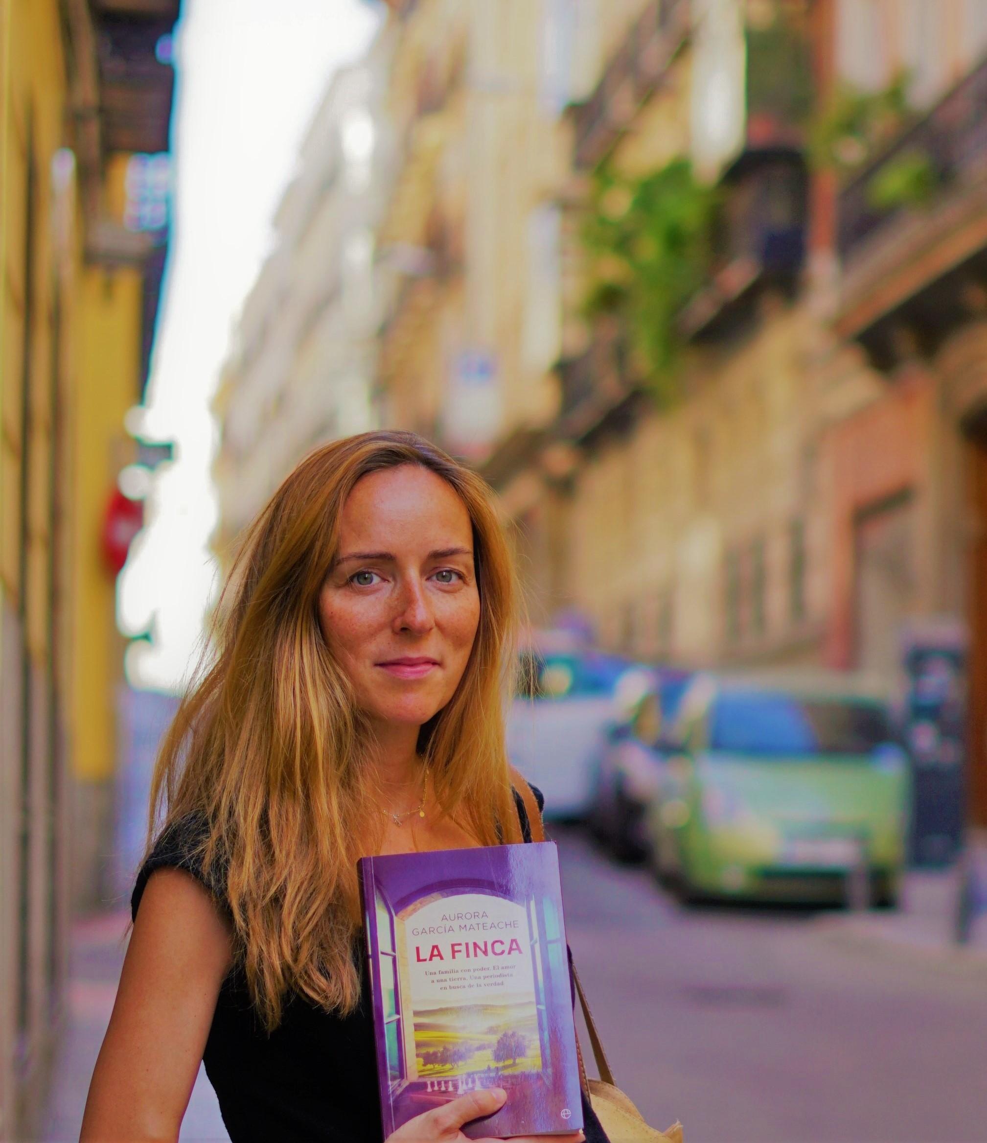 """""""La Finca"""" es la segunda novela de Aurora García Mateache, que ya publicó """"La Favorita. La historia de amor entre Alfonso XII y Elena Sanz""""."""