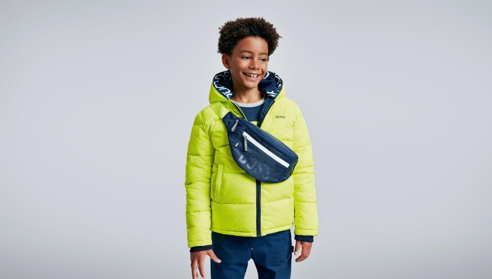 Este abrigo de la colección Hugo Boss Kids ha sido confeccionado con...