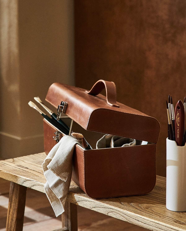 Esta caja maletín de piel es, si cabe, más original aún. 99,99...