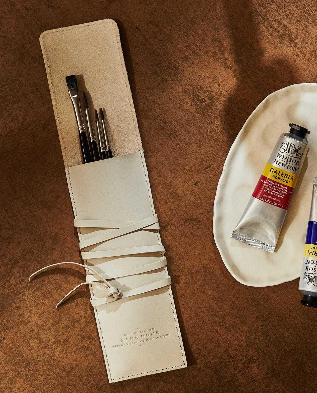 Funda de piel bovina para pinceles. 25,99 euros.