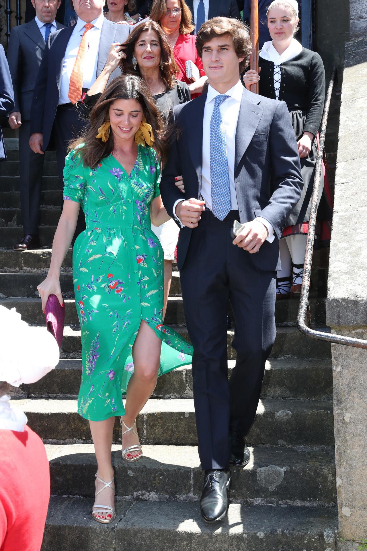 Belén Corsini y Carlos Fitz-James Stuart en la boda de Valentina Suárez Zuloaga y Manuel de Lacalle en Zumaya en Zumaya, en junio de 2019.