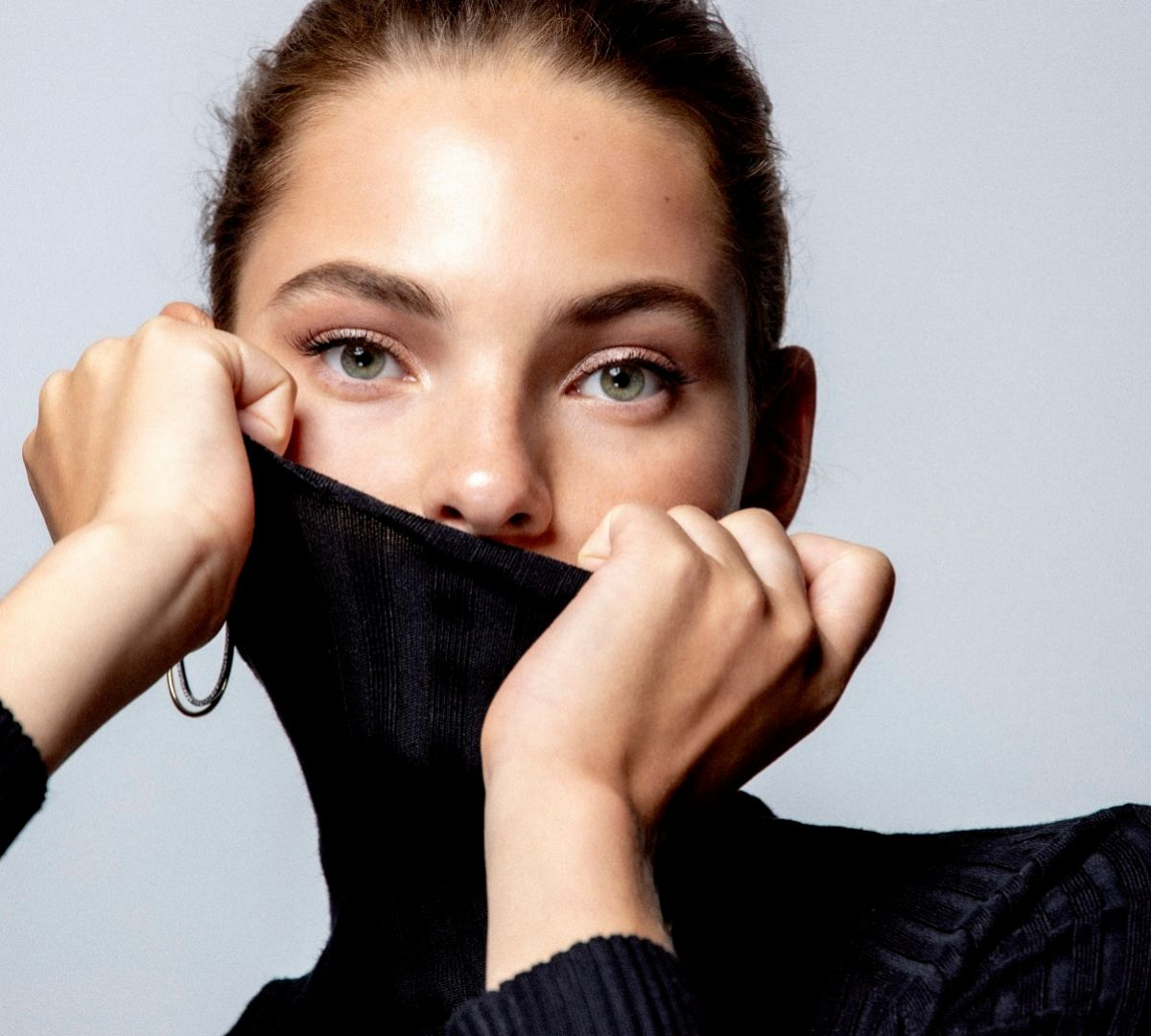 La necesidad de usar mascarilla para prevenir contagios puede afectar a tu piel, respiración y sistema nervioso.