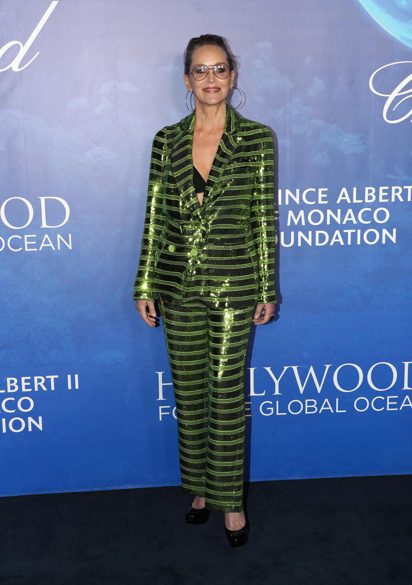 Sharon Stone con traje de Pertegaz en la Global Ocean Gala.