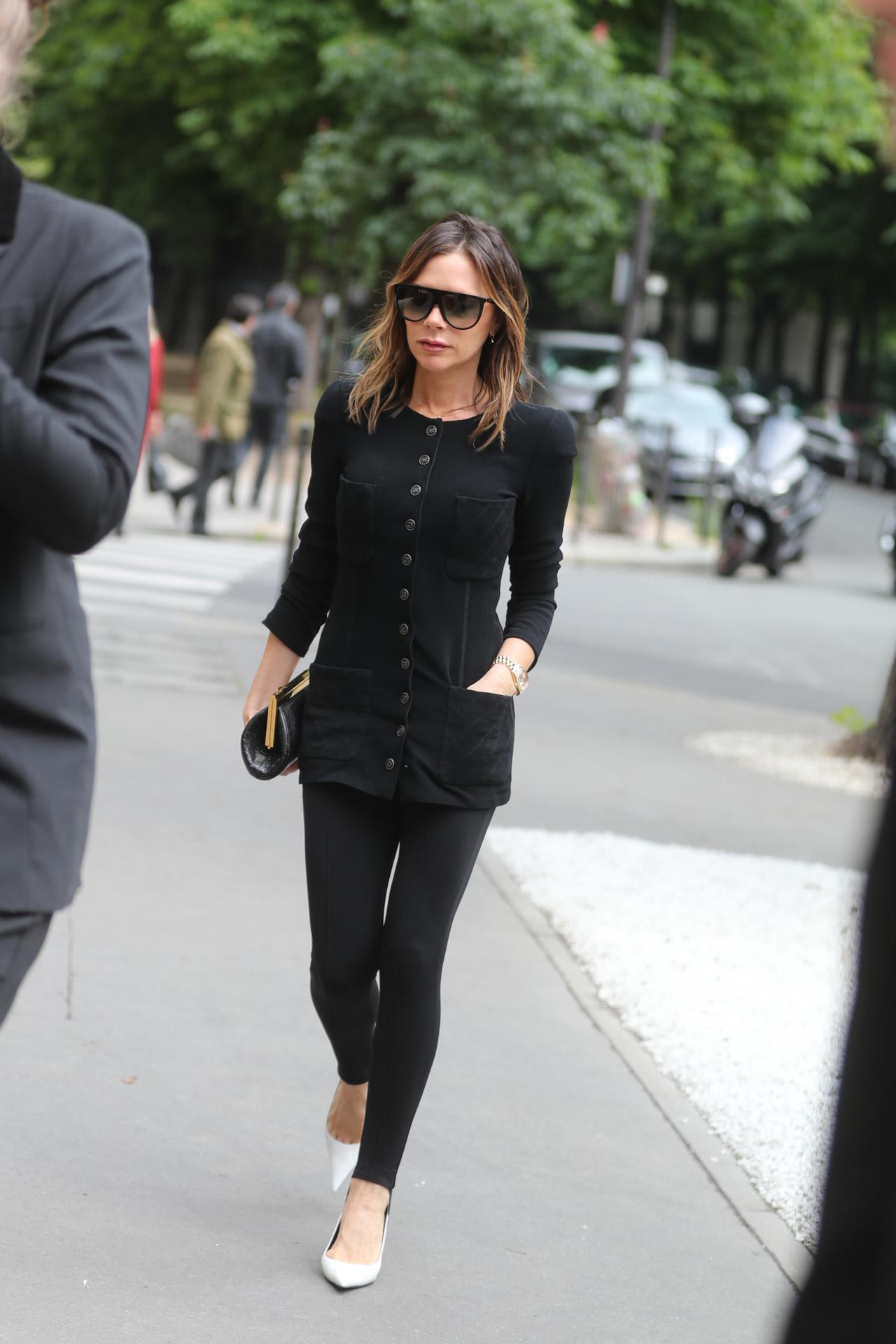 Victoria Beckham con leggings y tacones