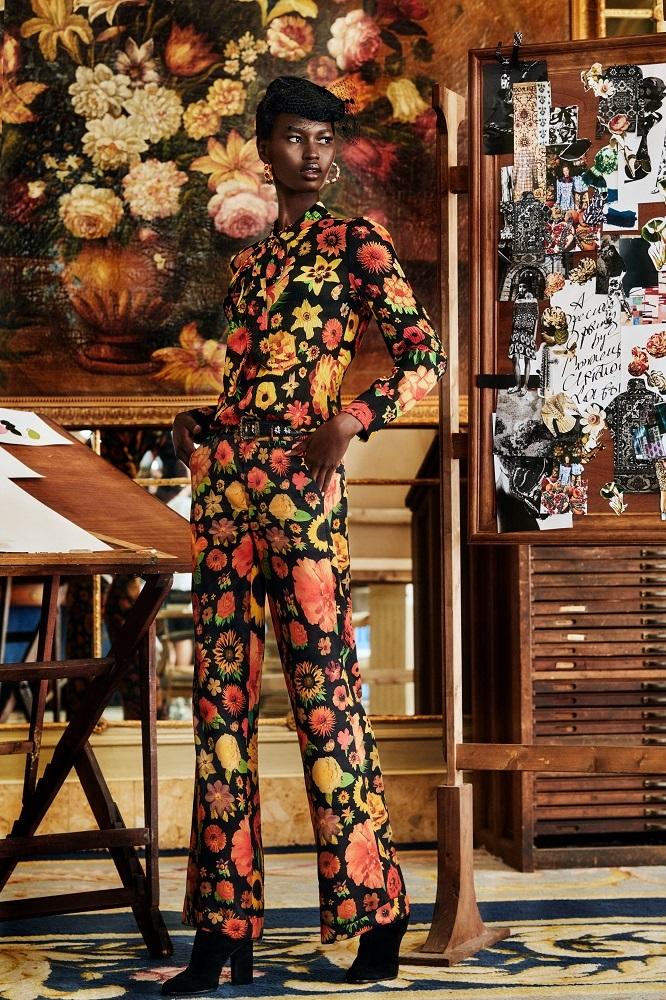Nyarach Abouch con prendas de la nueva colección FW 20 de Desigual.