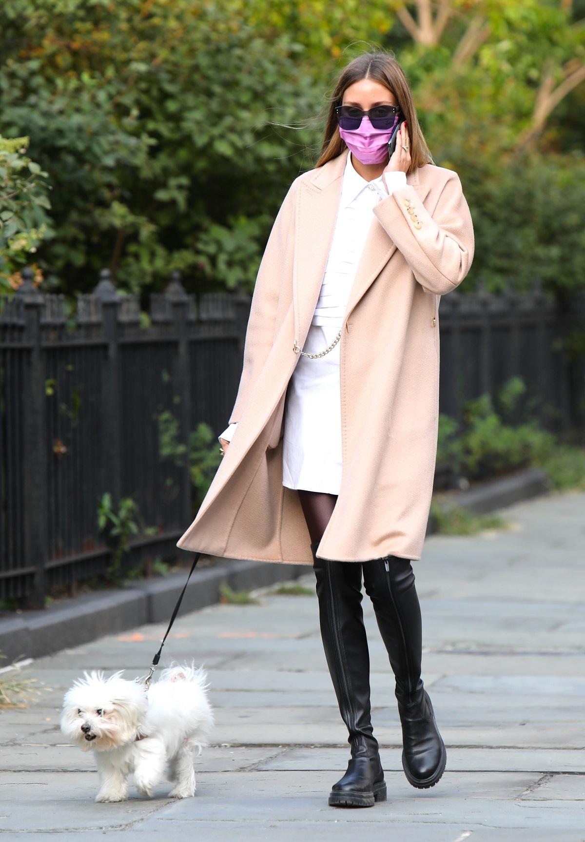 Olivia Palermo con botas XL.
