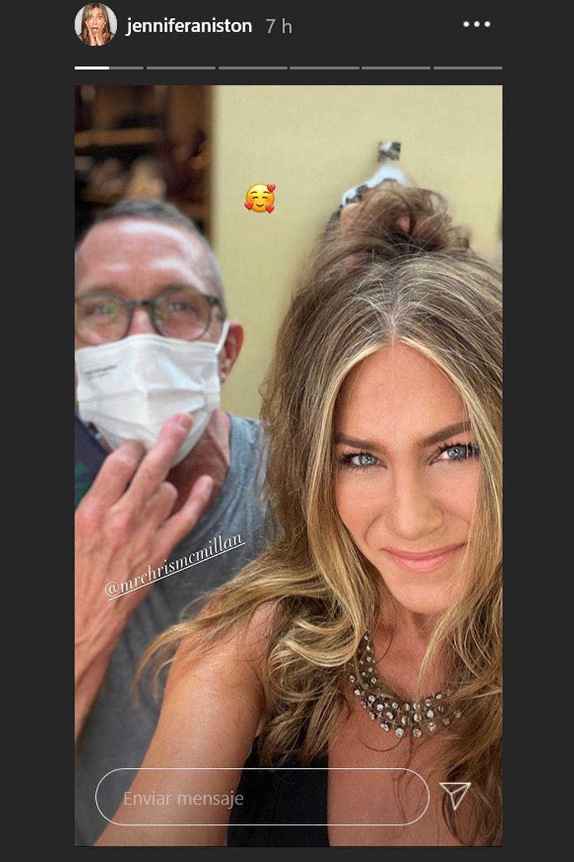 Chris McMillan junto a Jennifer Aniston luciendo esas ondas efecto despeinado que tan bien le sientan a la actriz.