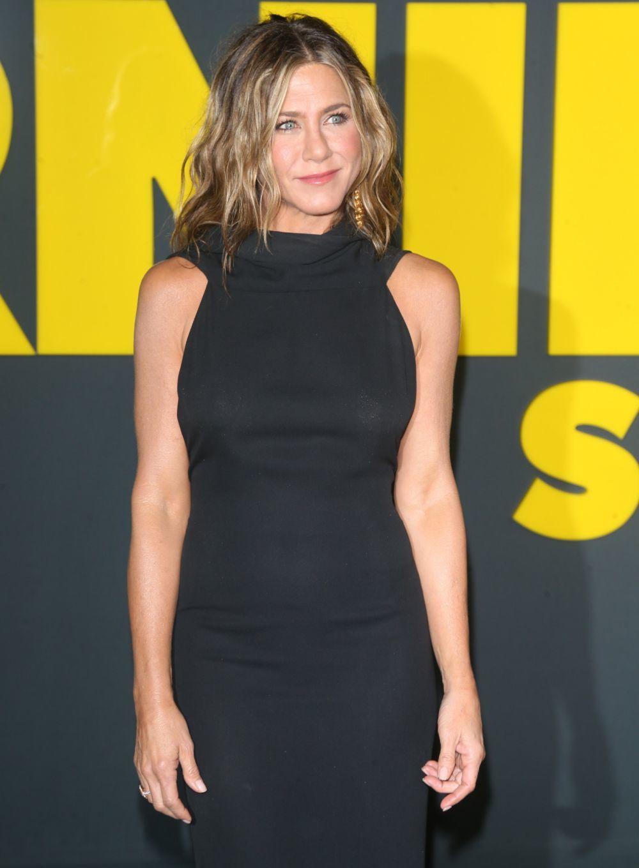 Jennifer Aniston es fiel a la naturalidad en todos sus looks de...
