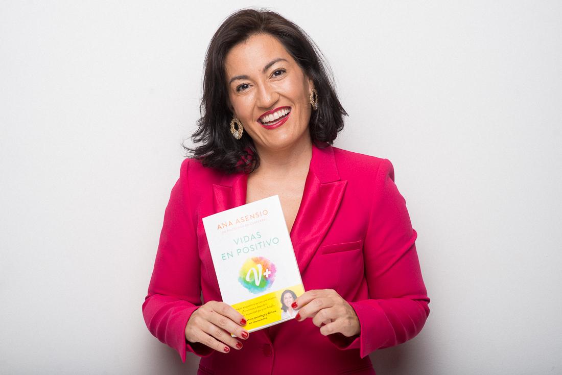 Ana Asensio, psicóloga y doctora en neurociencia, acaba de publicar Vidas en Positivo.