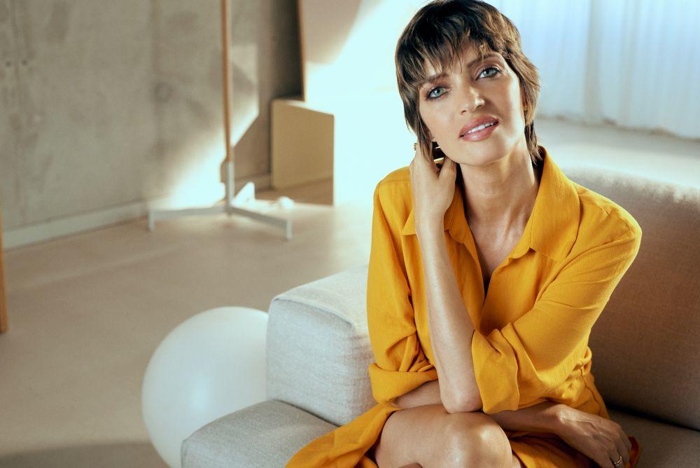Sara Carbonero está guapísima con su corte y nuevo color de pelo.