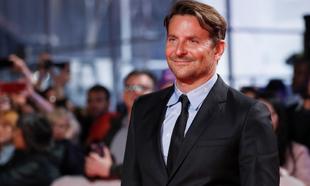 """Bradley Cooper produce, dirigie y protagoniza """"Maestro"""", la uneva..."""