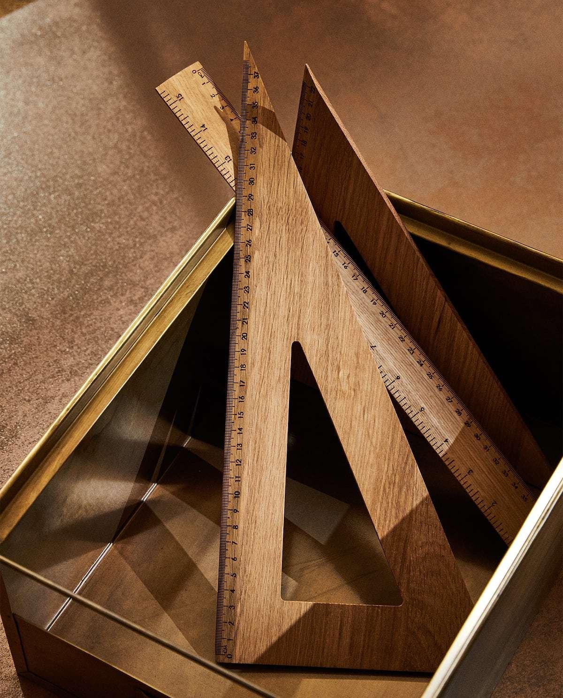 Cartabón de madera de roble. Medida: 37cm. 15,99 euros. Regla, 12,99...