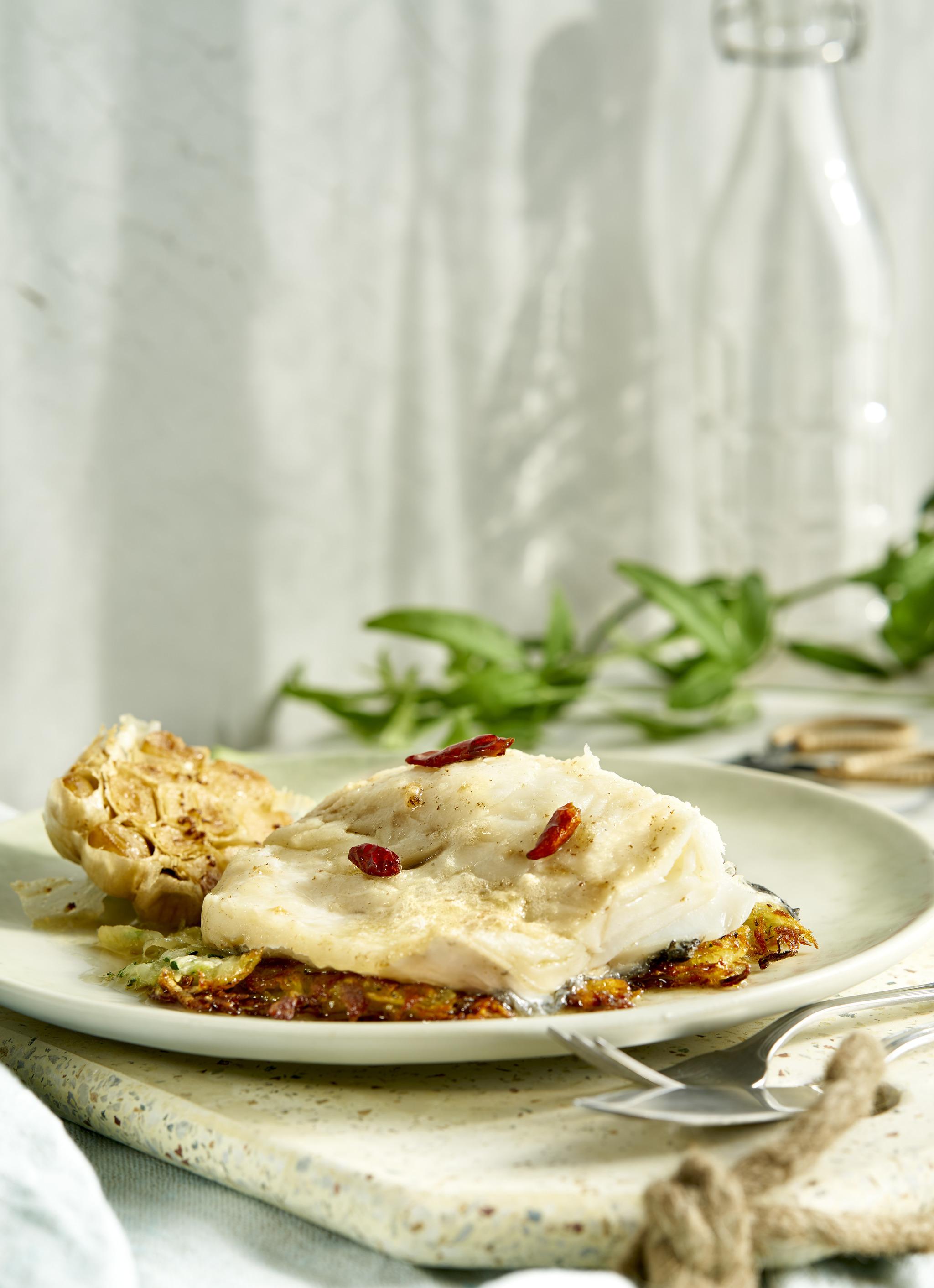 Bacalao confitado con rusti de patata y calabacín