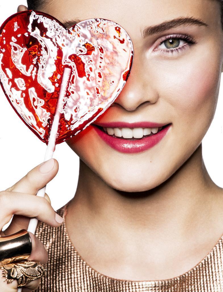 El azúcar (en todas sus fórmulas) y los edulcorantes en exceso aceleran el envejecimiento de la piel.