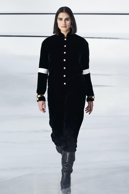 Jill Kortleve desfilando el pasado marzo de 2020 para Chanel en París.