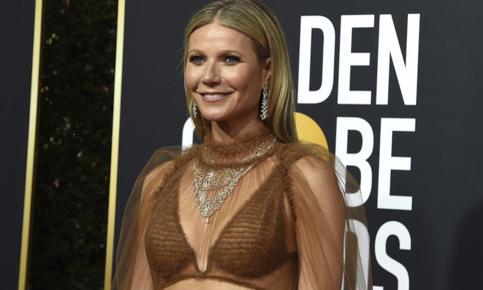 Gwyneth Paltrow en la ceremonia de los últimos Globos de Oro con un...