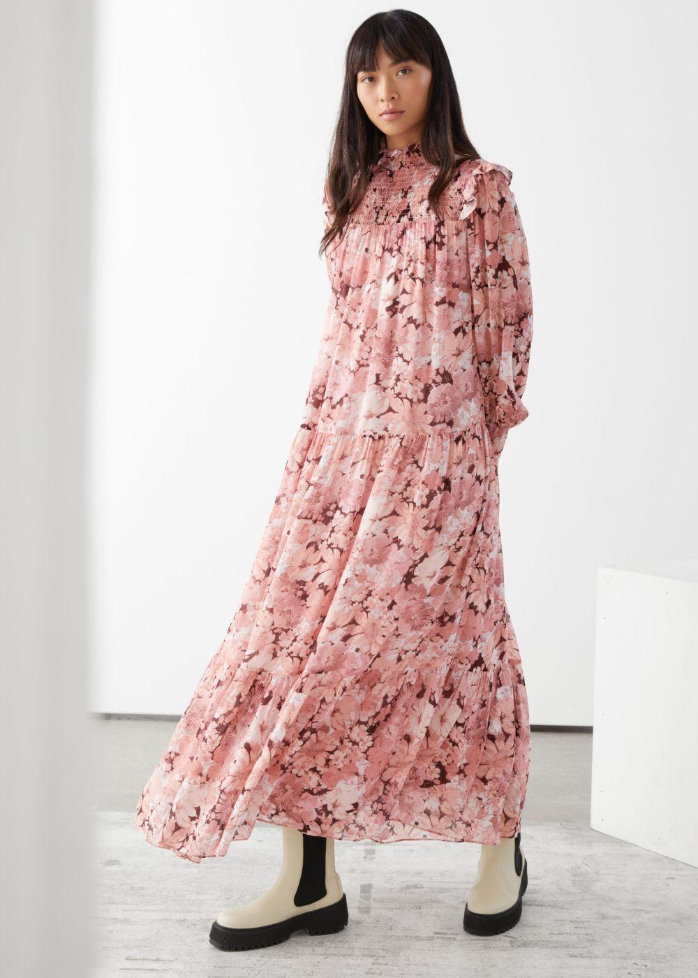 Vestido floral de &Other Stories.