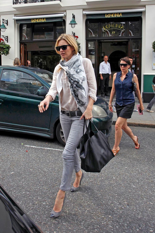 Kate Moss paseando por Londres.
