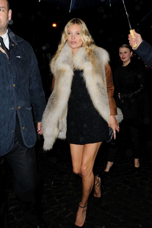 Kate Moss con chaleco de pelo
