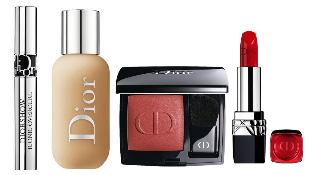 Máscara de pestañas Diorshow Iconic Overcurl en tono 099; Base Dior Forever Skin Glow; Colorete DiorBlush en tono 999, Barra de labios Rouge Dior en tono 999.