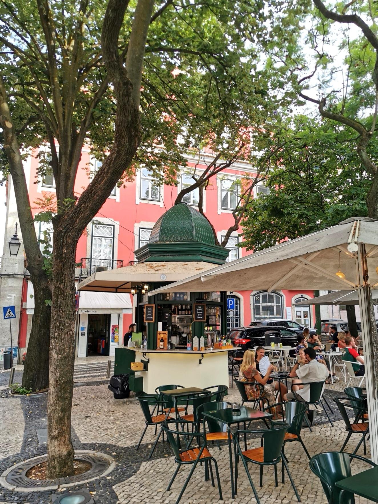 Plaza de Largo do Carmo, en el barrio del Chiado, en Lisboa.