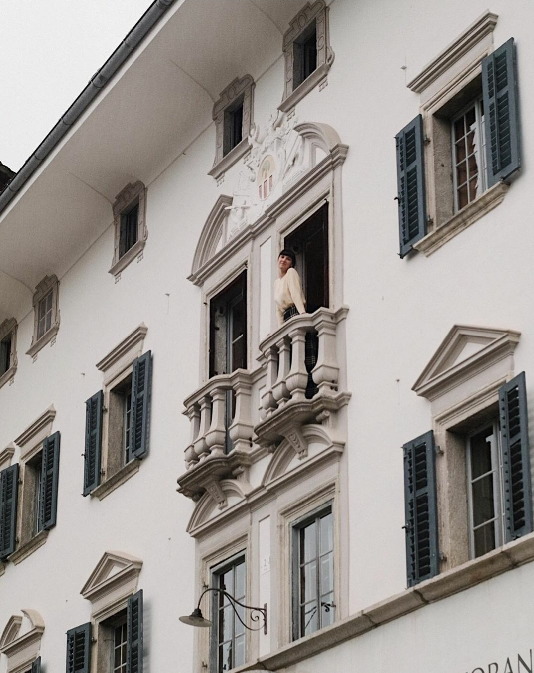 La luna de miel de Amy Merrick comienza en un hotelito de montaña perdido en los Alpes, eso sí, con mucha historia. Foto: @amy_merrick