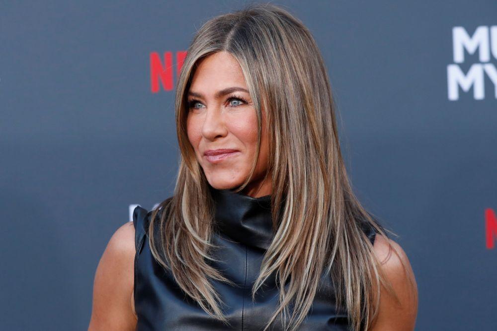 La actriz Jennifer Aniston no se la juega con su melena y apuesta por productos ricos en aceites naturales y sin conservantes ni parabenos.