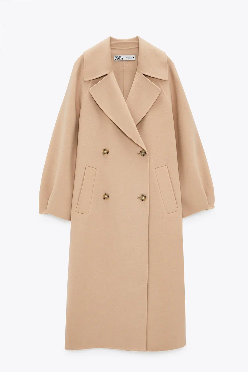 Abrigo con lana de edición limitada, de Zara.
