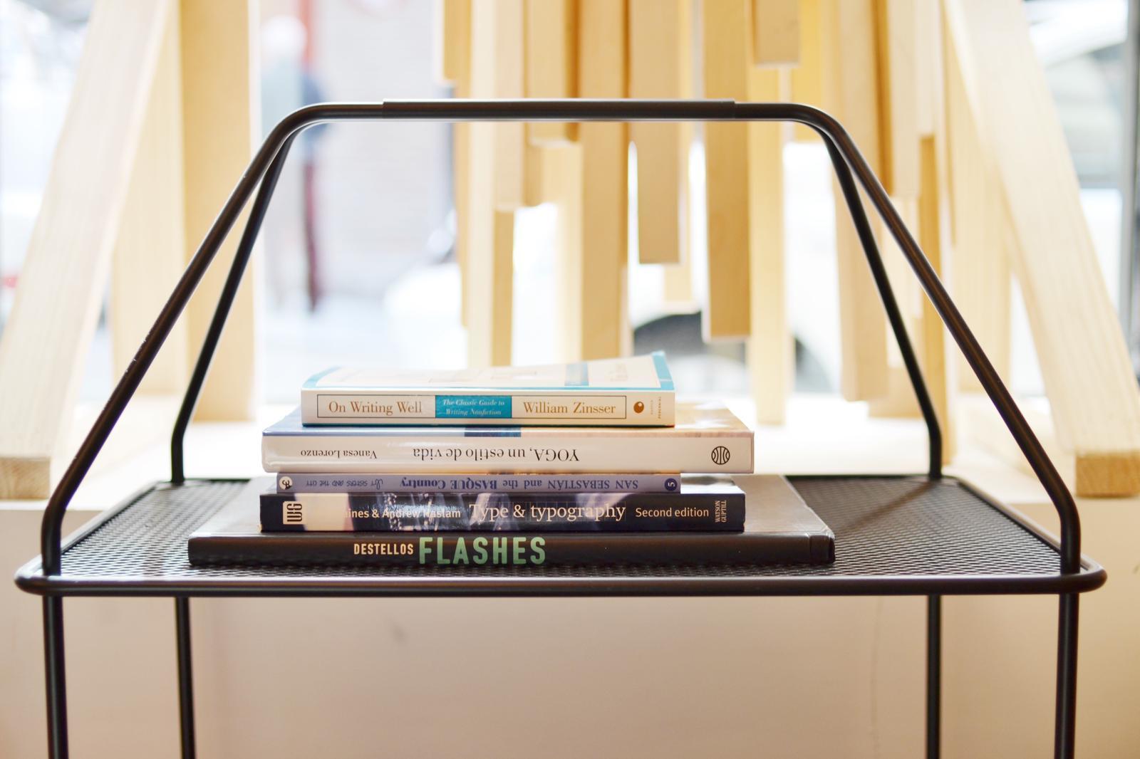 Libros, revisteros... algunos de los objetos de segunda mana que se...