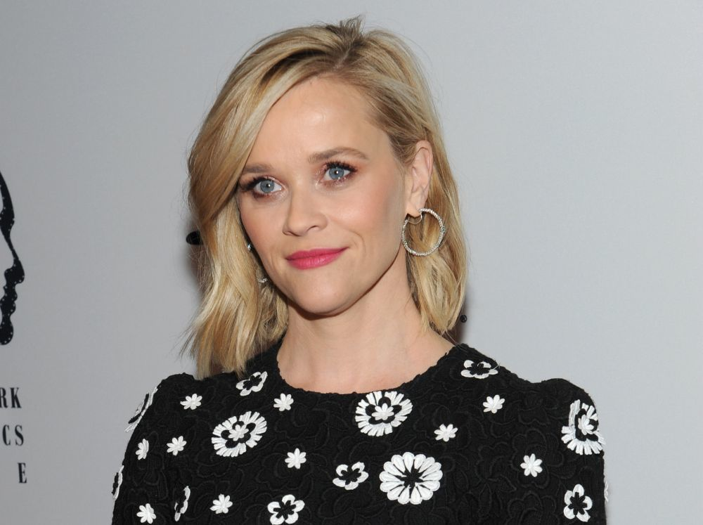 Reese Witherspoon luce una piel espectacular a sus 44 años.