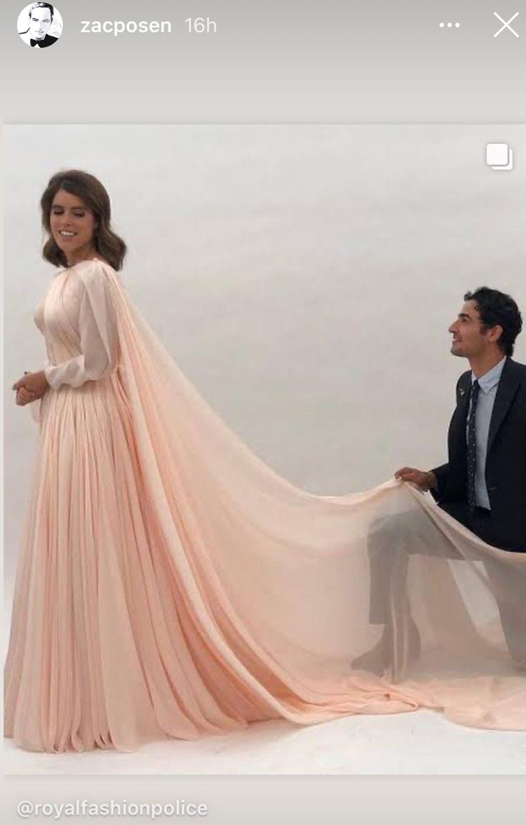 El diseñador Zac Posen con Eugenia de York con el vestido rosa que se puso después de la boda.