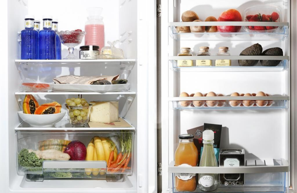 Llena tu nevera con alimentos saludables y de difícil consumo entre horas.