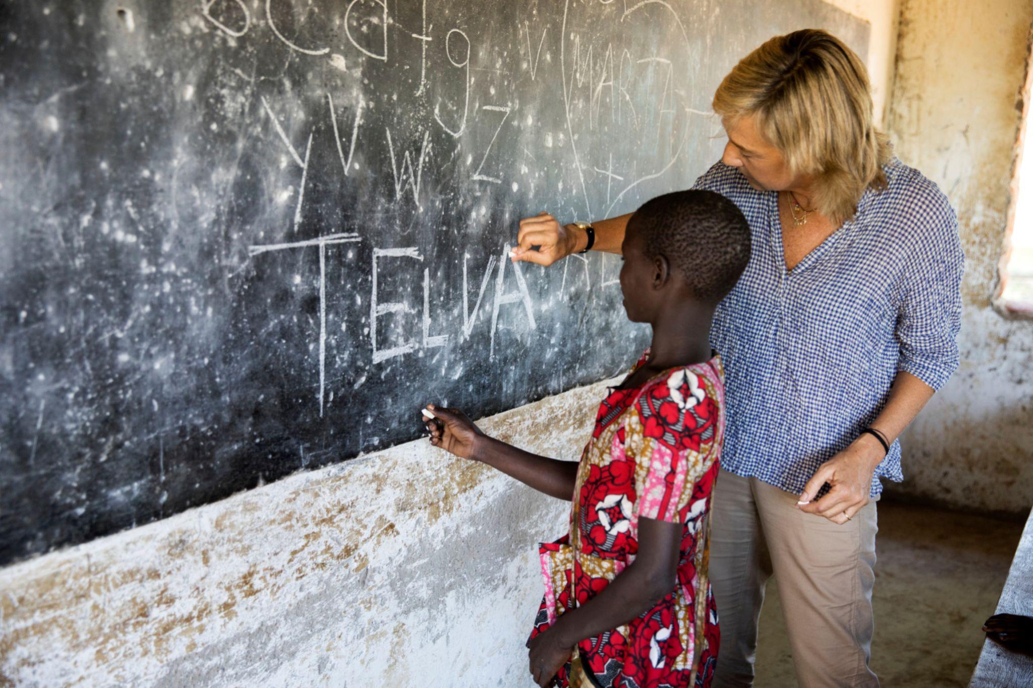 Marta Barroso visitando el proyecto ganador de los premios de...
