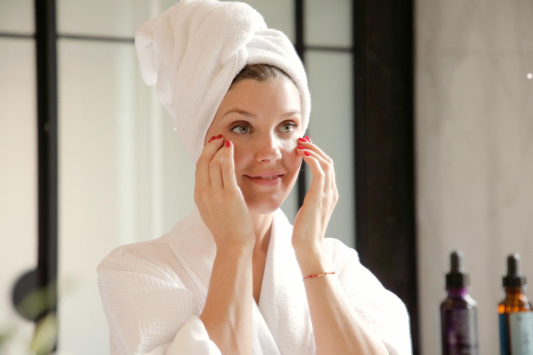 Yael Maquieira durante su ritual de belleza diurno con Skinceuticals.