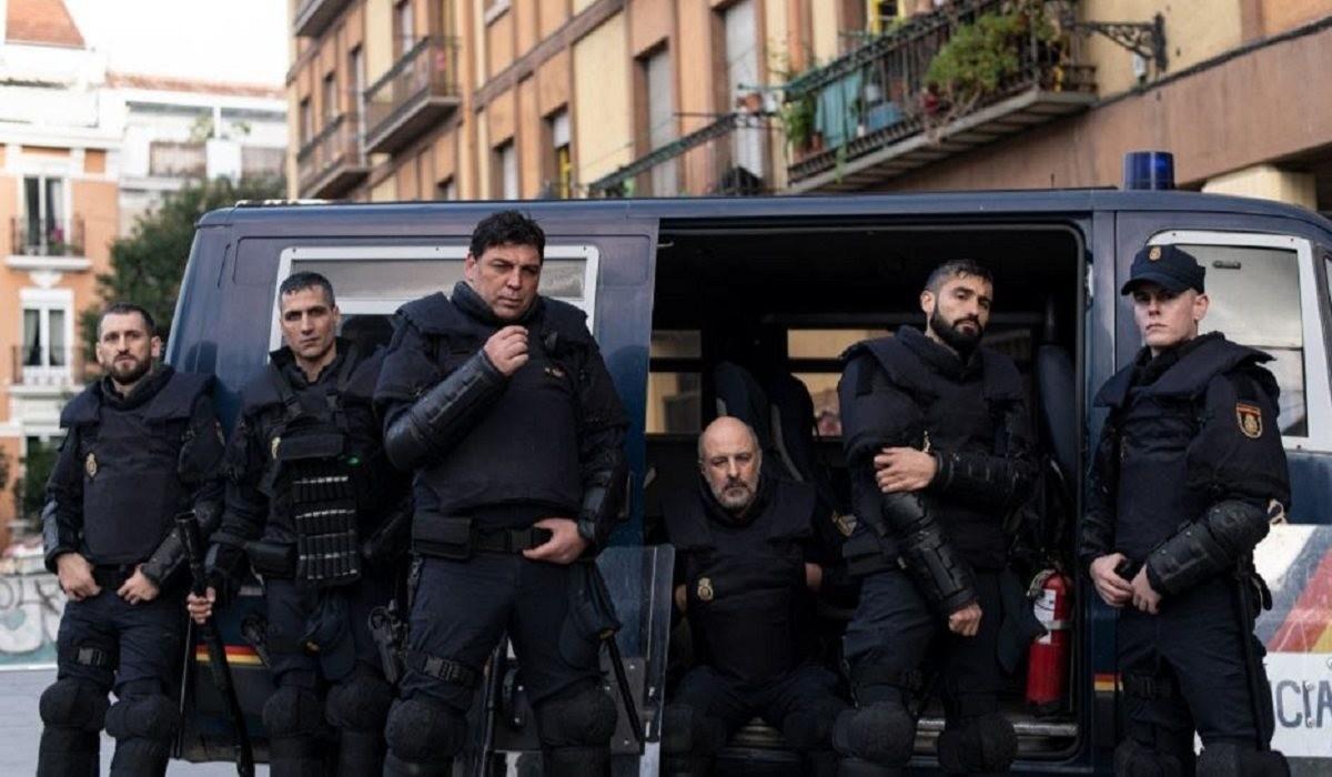"""La serie """"Antidisturbios"""" sigue a un grupo de seis policías investigados por un homicidio."""