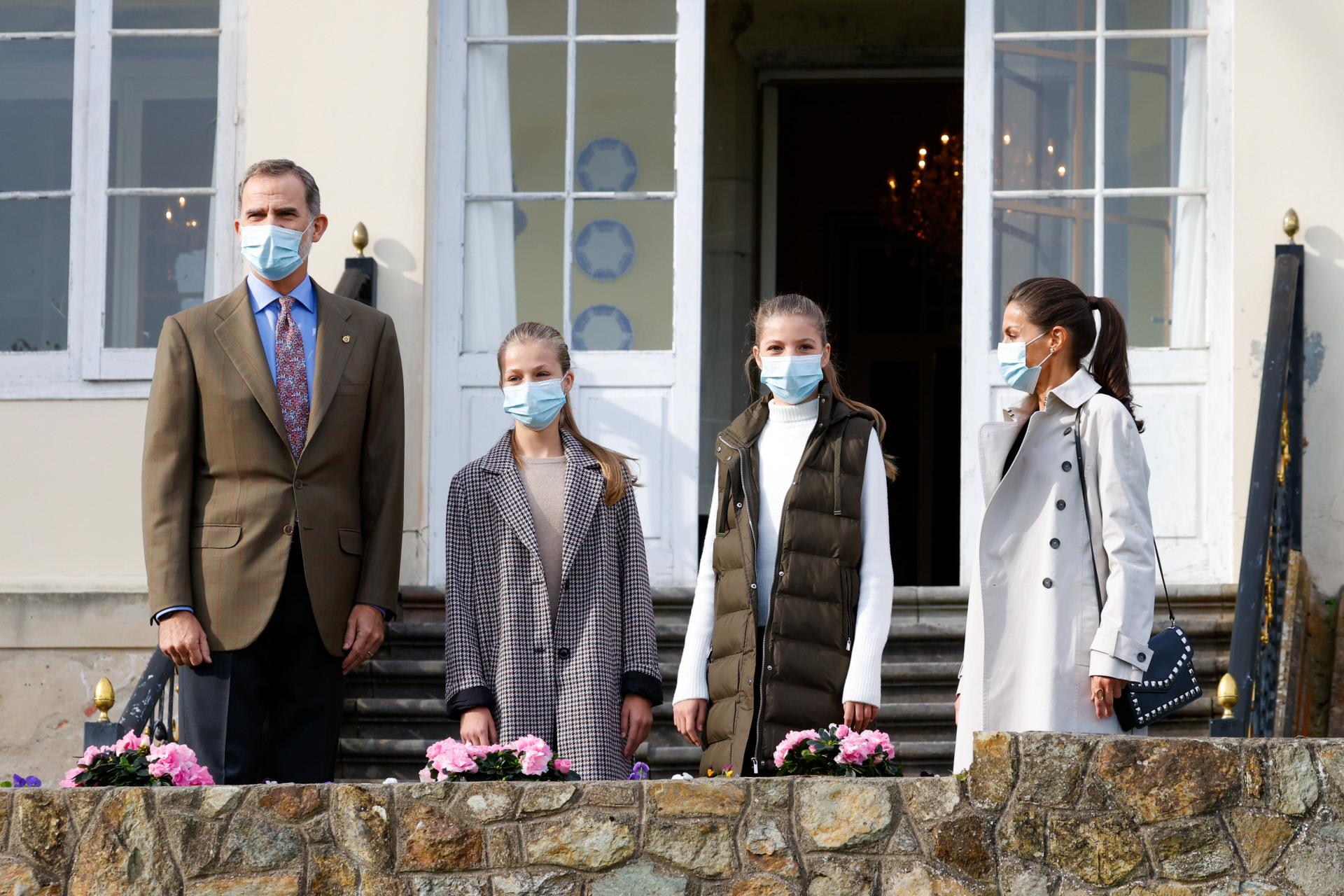Los Reyes, la Princesa de Asturias y la infanta Sofía visitan Somao