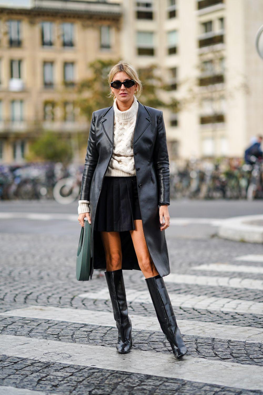 La parisina más cool apuesta por la falda mini.