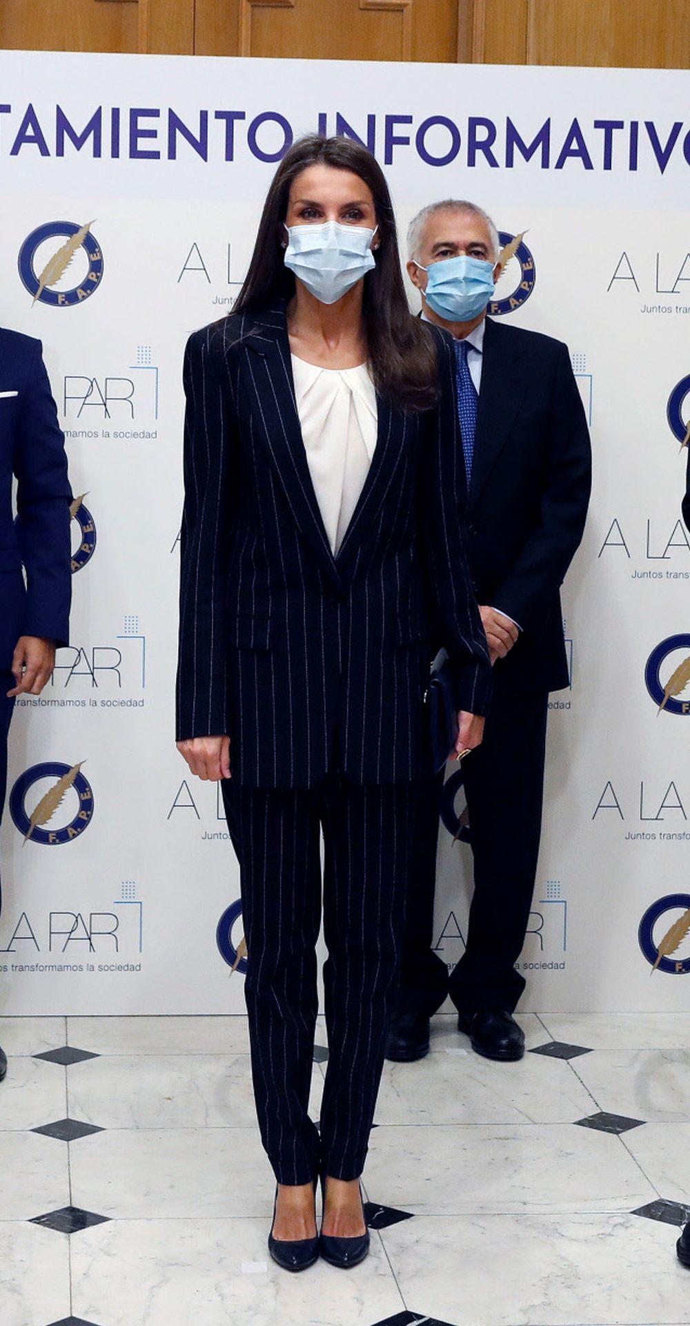 La reina Letizia con sastre de Hugo Boss.