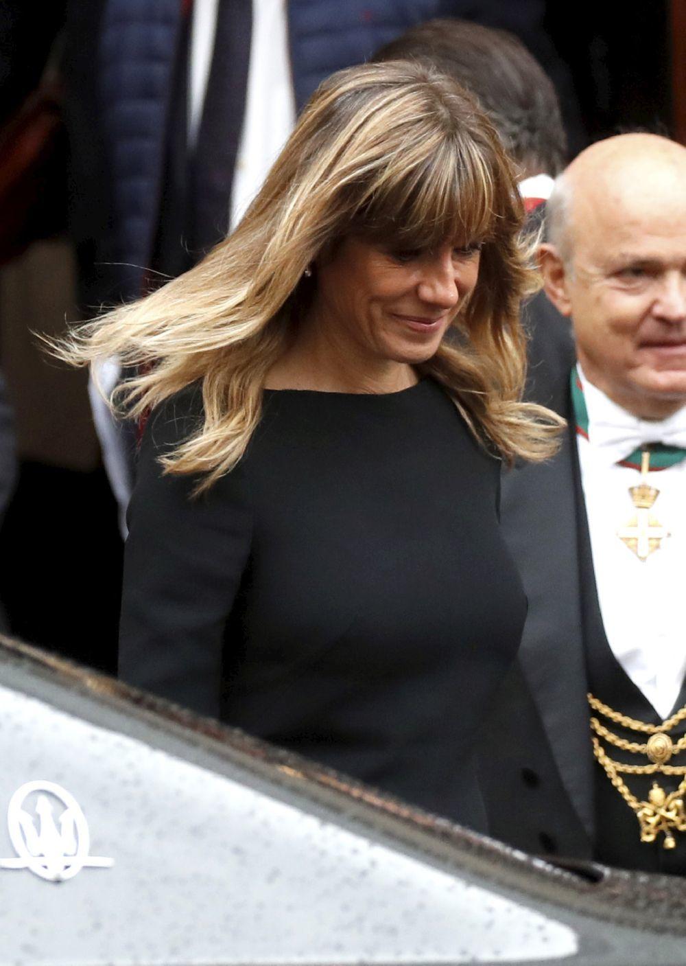 Begoña Gómez en Roma con su nuevo corte de pelo con flequillo.