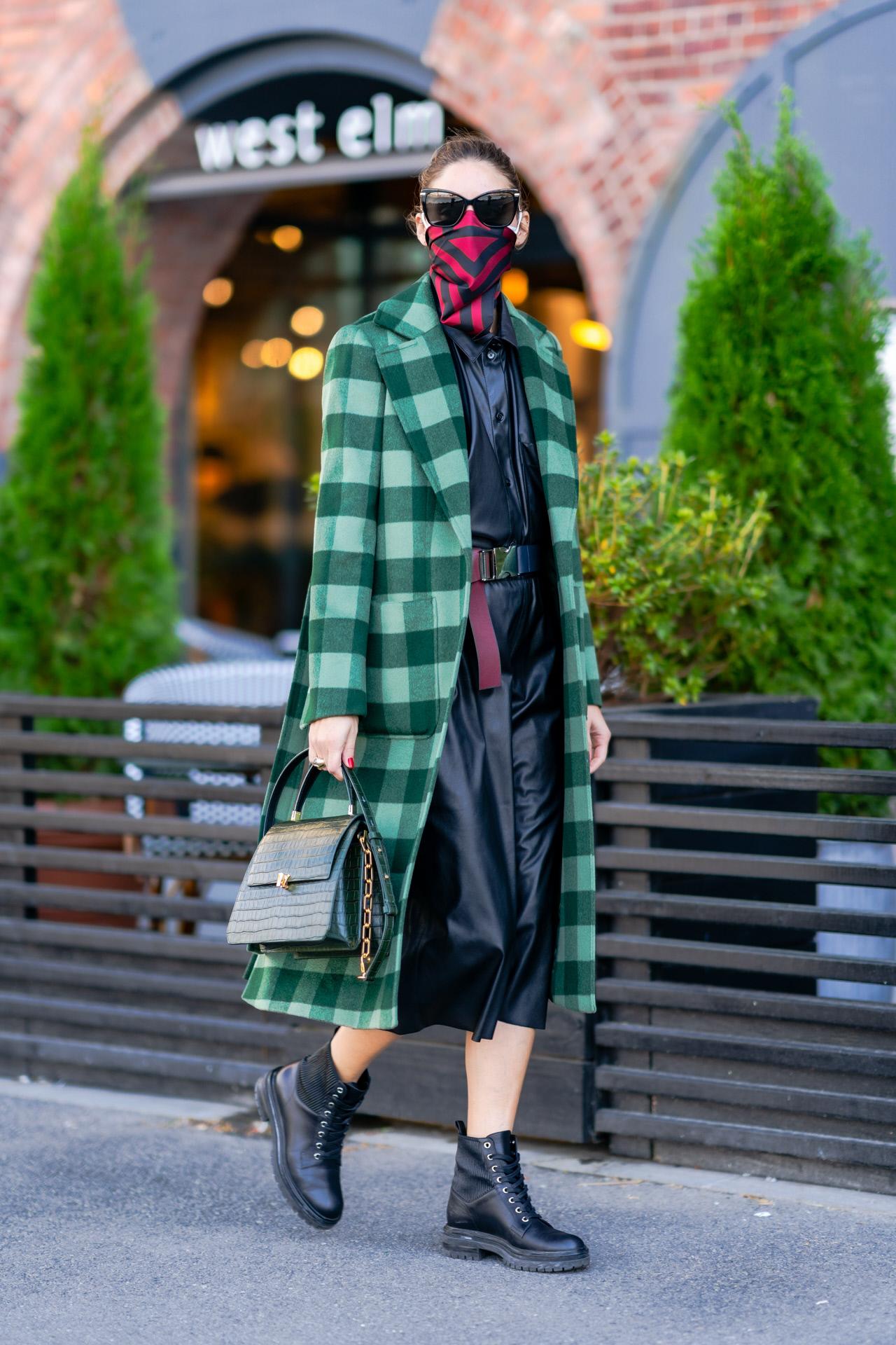 Olivia Palermo con abrigo de cuadros