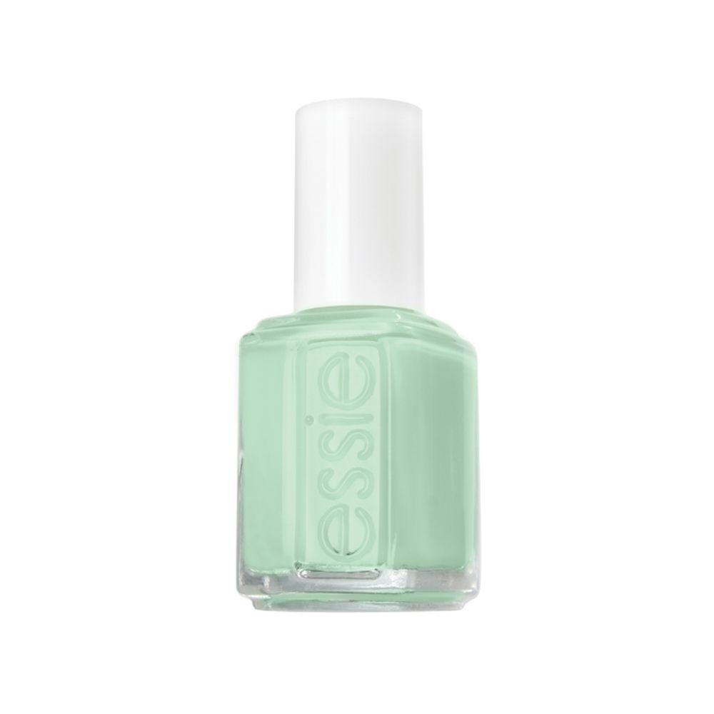 Esmalte de uñas Mint Candy Apple de Essie (11,99 euros), un tono verde con subtonos azulados perfecto para dar luz a las uñas en la temporada otoñal que aportará un toque de frescura a tu look de manicura.
