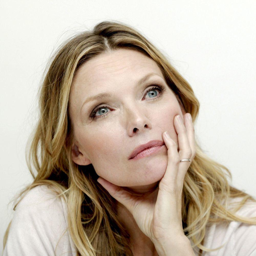 Michelle Pfeiffer luce una piel espectacular a sus 62 años.