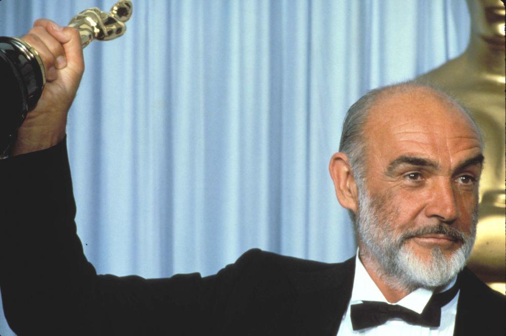 """Sean Connery recogiendo su Óscar por """"Los intocables"""""""