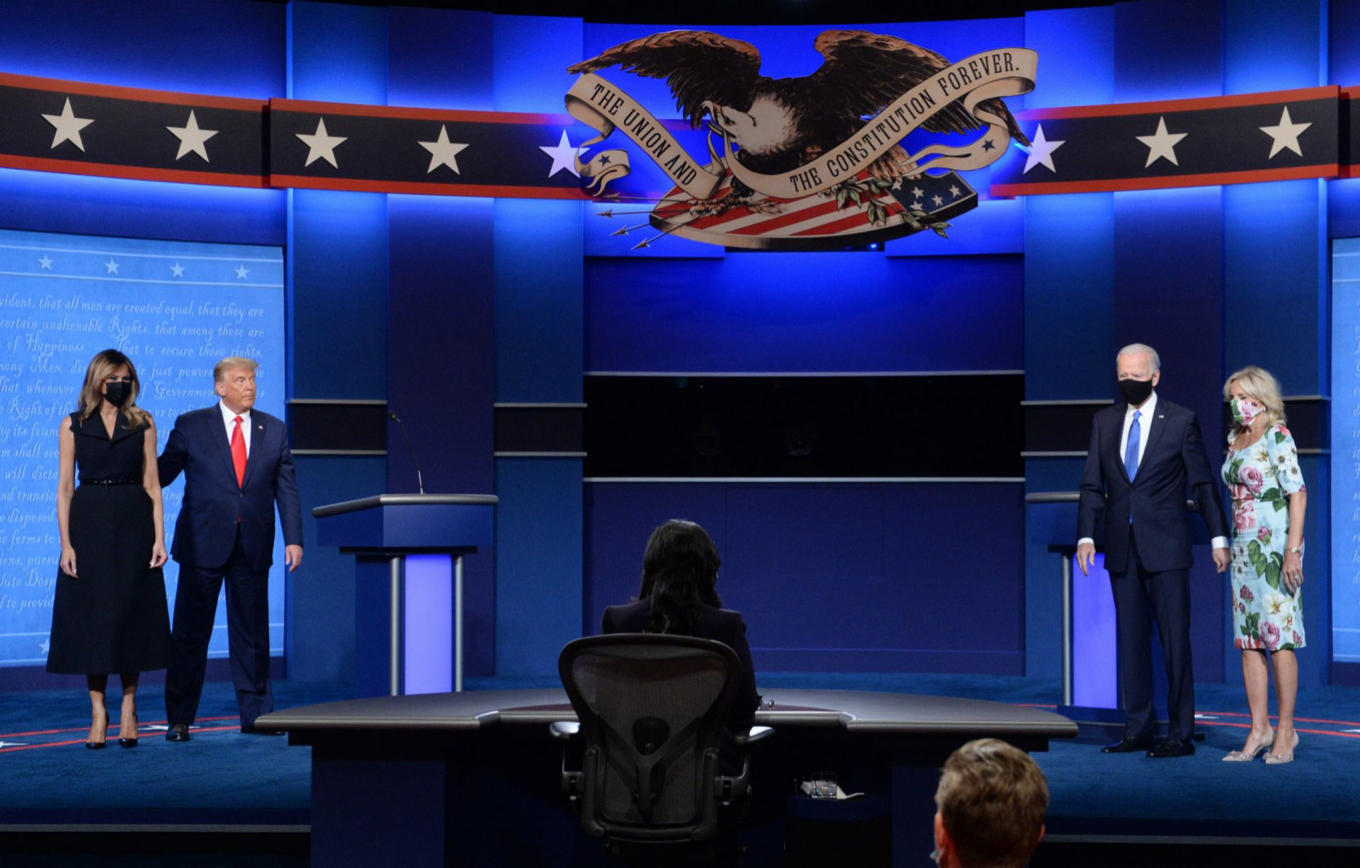 Los matrimonio Trump y Biden en el último debate electoral entre los candidatos