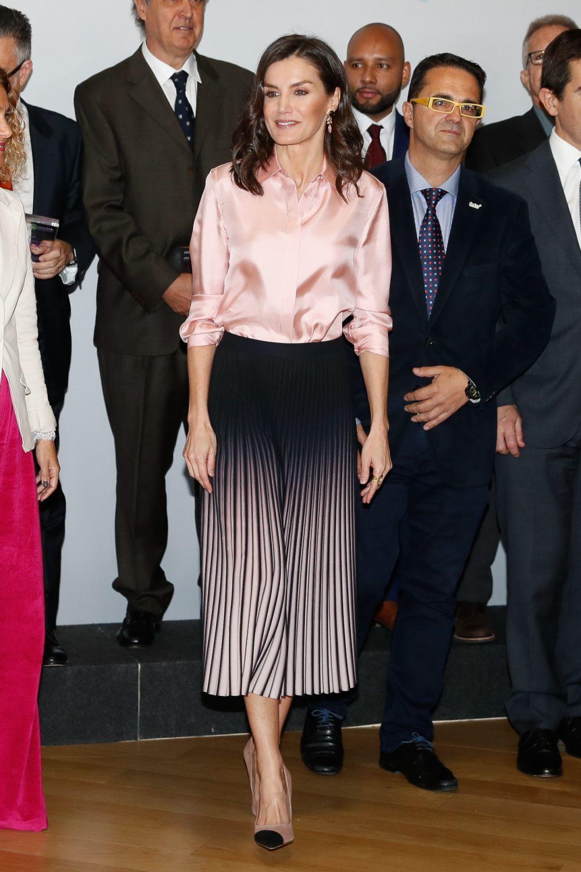 La reina Letizia con la misma falda en marzo.