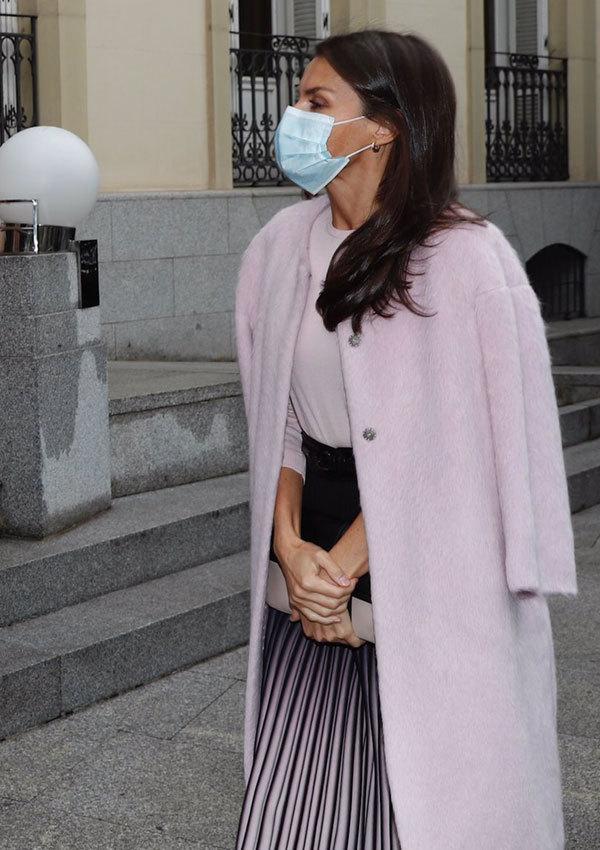 Doña Letizia llegando a un acto en Madrid.