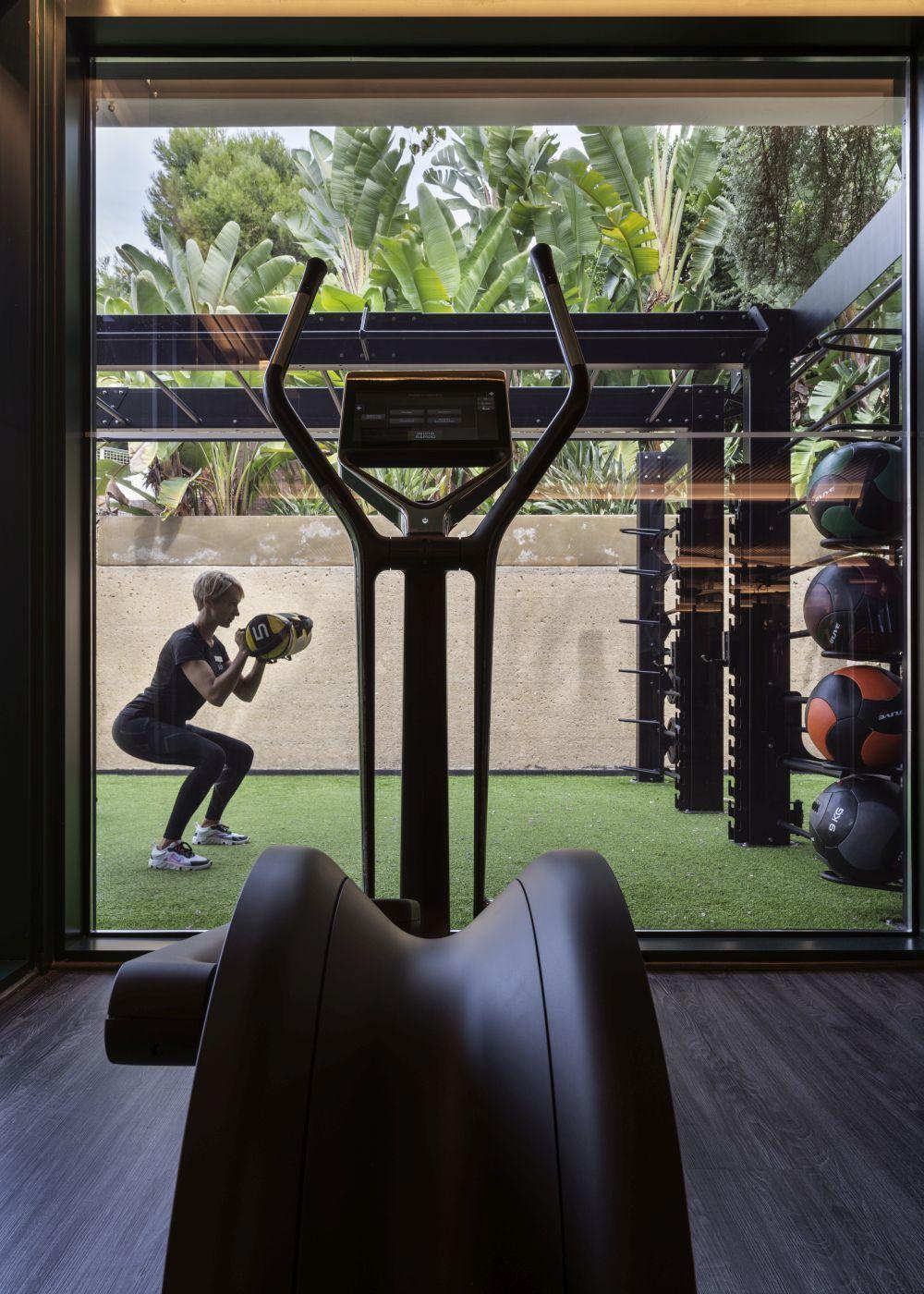 En Sha Wellness Clinic existe un equipo de entrenadores personales que guían al huésped en el entrenamiento para que alcance sus objetivos.