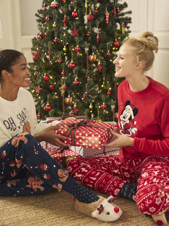 En la colección Pijama Xmas de Lefties encontrarás una gran variedad...